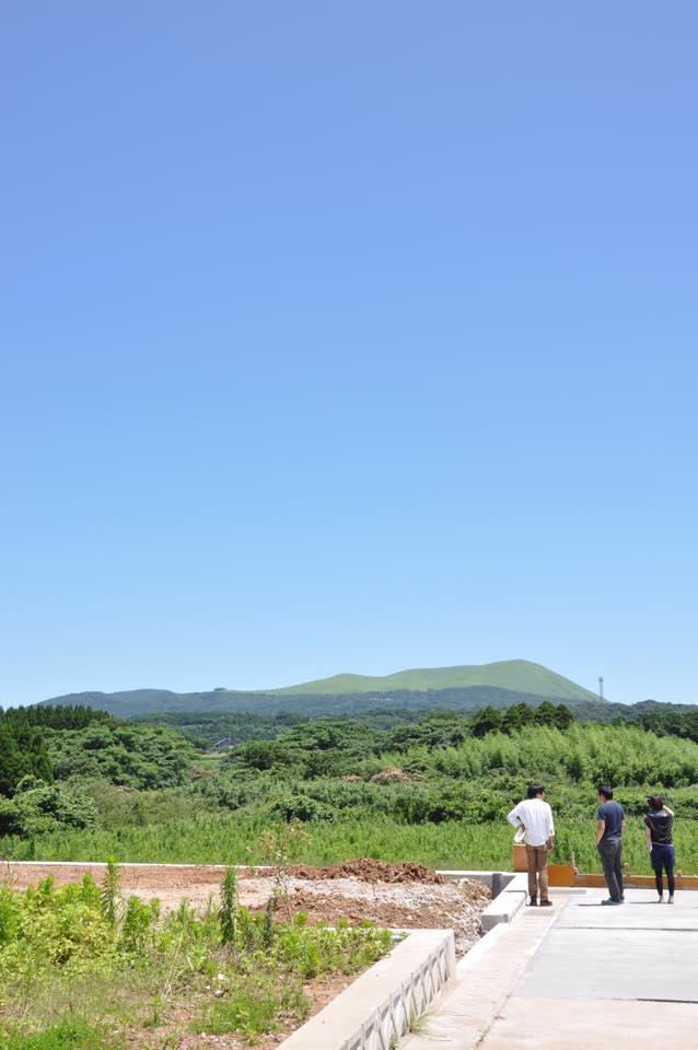 晴れた日の鬼岳。