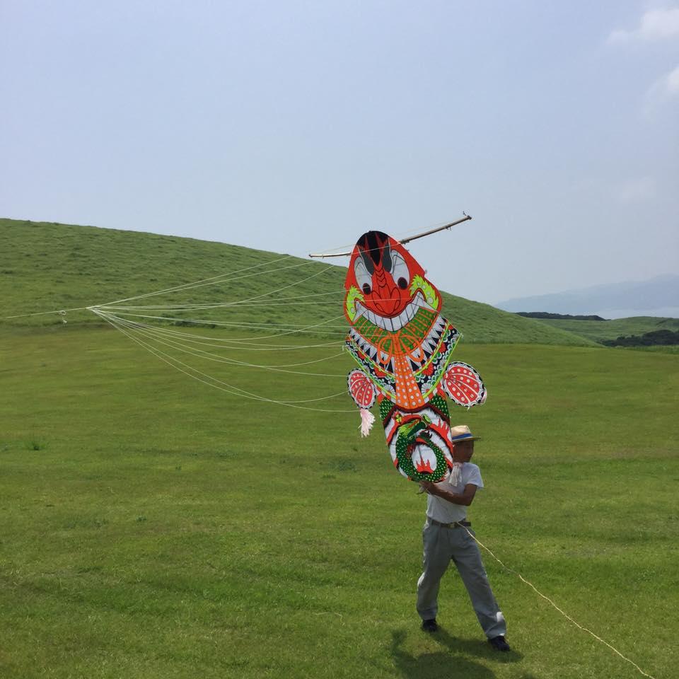 五島のばらもん凧を揚げていました。