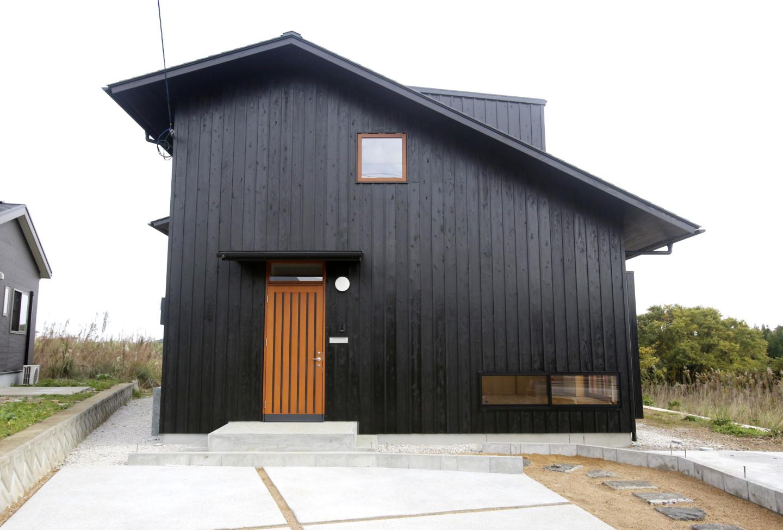 鬼岳を望む家